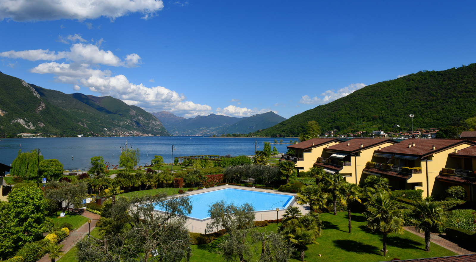 Hotel b b sul lago d 39 iseo 4 stelle con piscina hotel ulivi for Piscina iseo